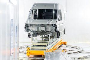 200.000ste voertuig rolt van de band in de Volkswagen Commercial Vehicles-fabriek in Września