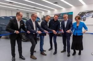 Ford et Volkswagen inaugurent une VW Design 'Embassy' à Dunton